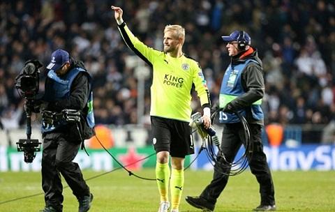 Kasper rời sân vì chấn thương