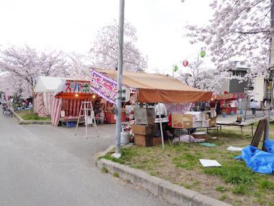 交野市・妙見河原の桜 屋台