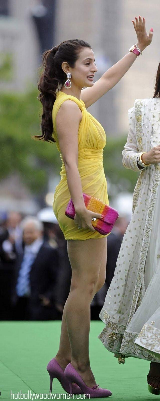 Amisha patel yellow bikini show - 1 part 5