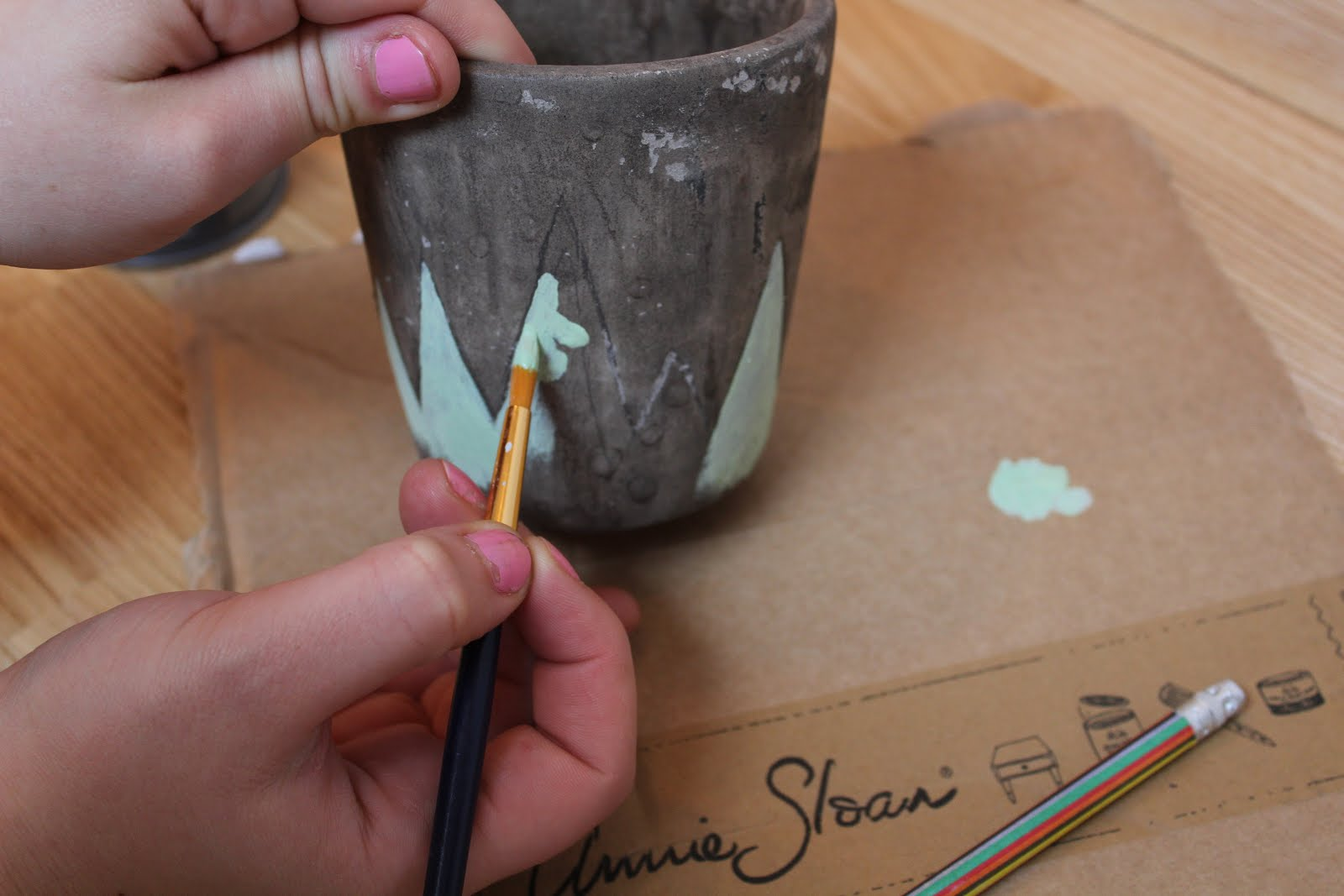 Painting a Plant Pot With Chalk Paint