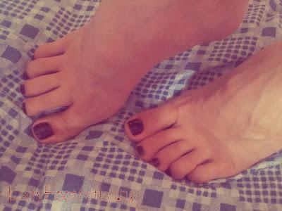 Женские ножки, пальчики, пяточки, футфетиш фото.