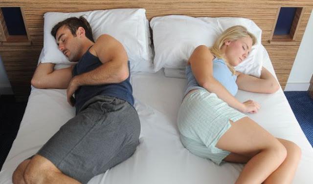 Pareja en la cama que a perdido el amor
