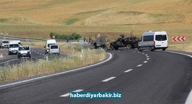 DİYARBAKIR-Diyarbakır'ın Silvan ilçesinde PKK tarafından önceden yola döşenen patlayıcı, askeri aracın geçişi sırasında infilak ettirildi.