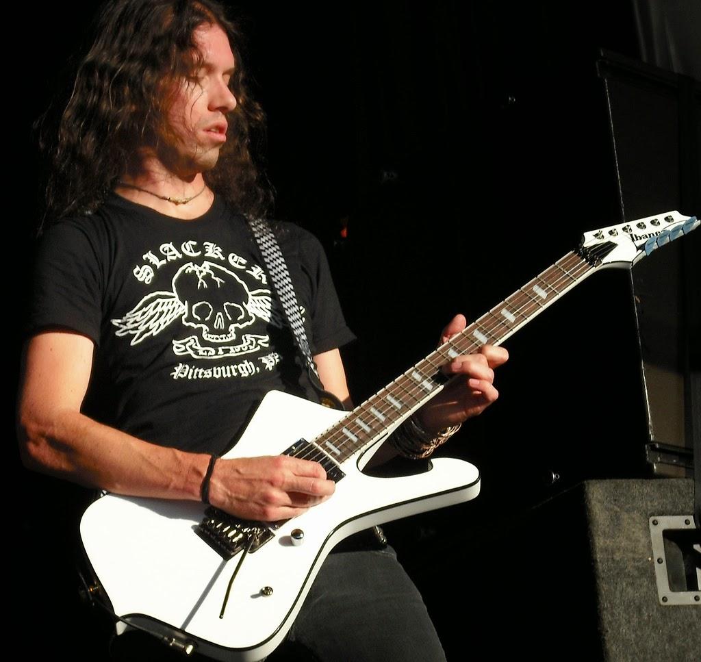 Profile Gitaris Sam Totman