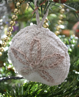 https://www.craftsy.com/knitting/patterns/christmas-sand-dollars/131751