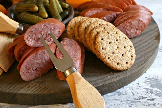 Recipe and instructions for putting together a holiday charcuterie board.