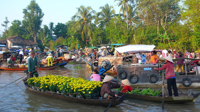 Cai Rang, the biggest floating market in the Mekong Delta
