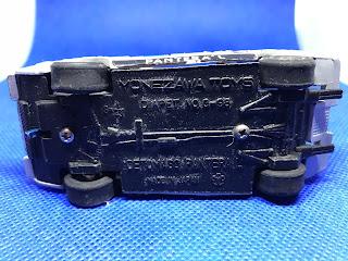 デ・トマソ パンテーラ のおんぼろミニカーを底面から撮影