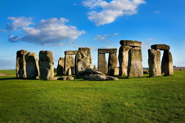 посветен на Слънцето, Стоунхендж е древен некропол