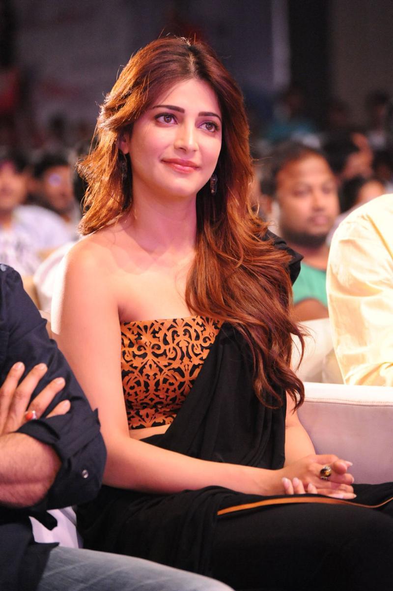 Shruti Hassan hot photos, Shruti Hassan sexy saree