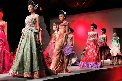 Koleksi Baju Kebaya Untuk Fashion Show Modern Terbaru
