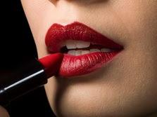 Tips Memakai Lipstick Merah