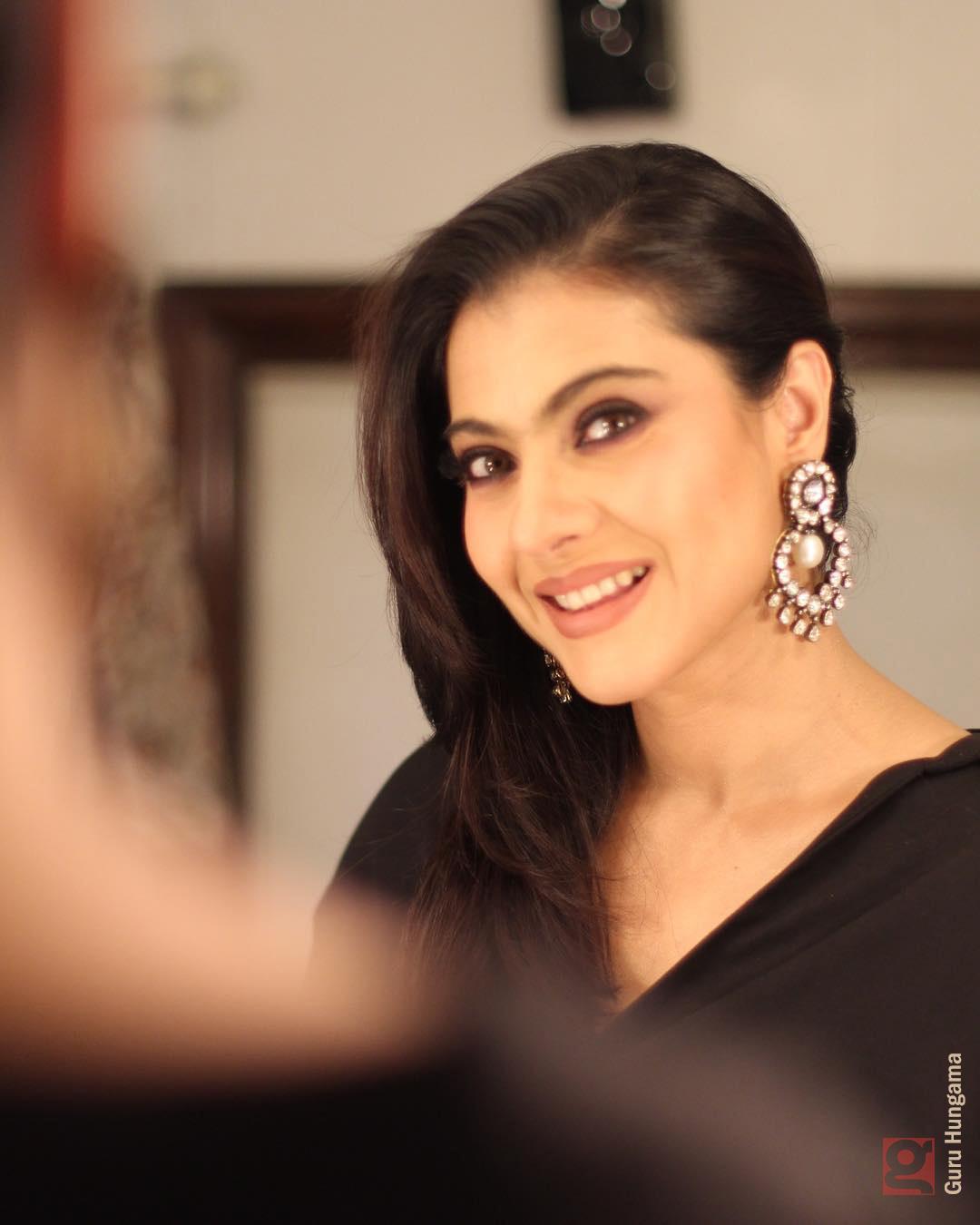 Kajol Looks Hot With Black Sharee