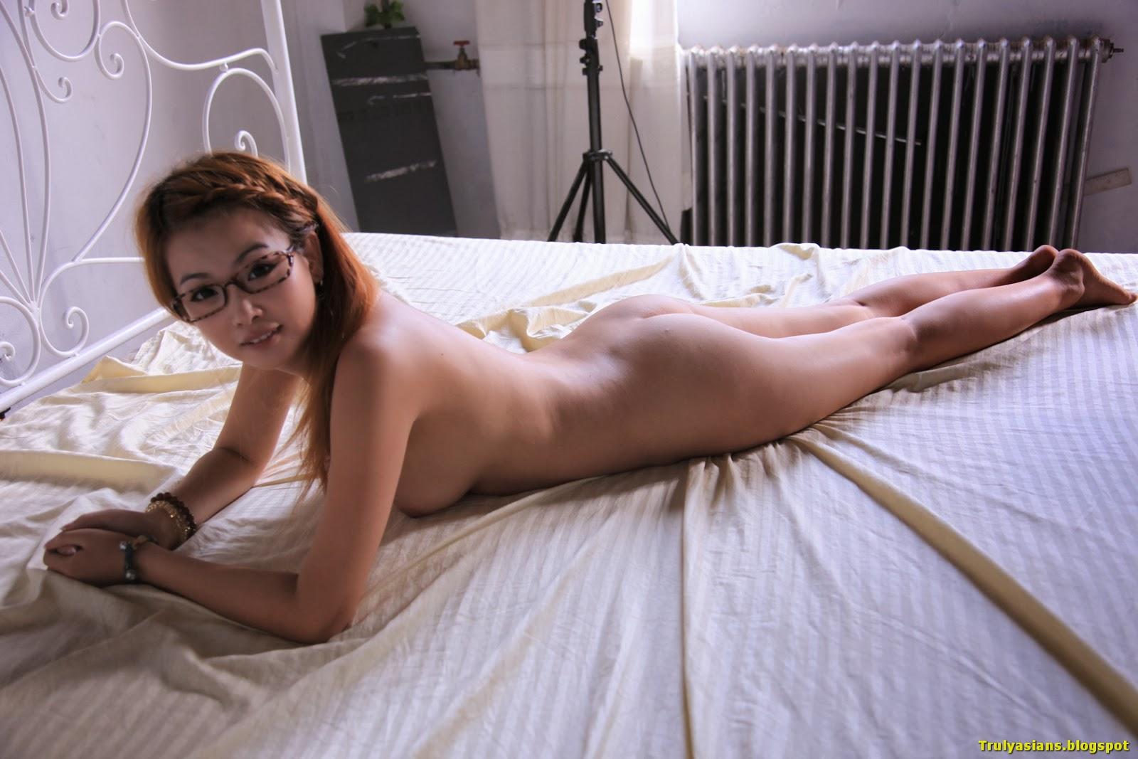 http://i1.wp.com/4.bp.blogspot.com/-l841QFHVQ5w/UjzcOMPV1RI/AAAAAAAAJoY/wd5O1iriYaA/s1600/trulyasians.blogspot+-+Busty+Kinky+Chinese+Girl+YouDi+Posing+and+spreading+158.jpg