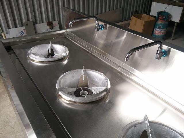 Bếp á công nghiệp thường 3 họng nấu có vòi nước
