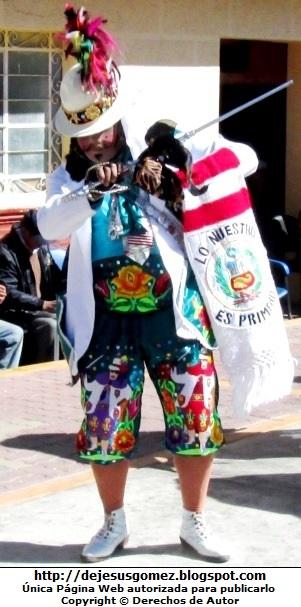 Foto del Príncipe o Chapetón en pleno baile de Tunantada en la Plaza de Santa Cruz de Andamarca - Huaral - Lima - Perú. Foto del Príncipe o Chapetón de Jesus Gómez
