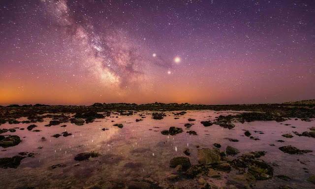 Dải Ngân Hà trên bầu trời đảo Wight, đảo lớn nhất và nằm phía nam Anh quốc. Hình ảnh : Chad Powell/Barcroft Images.