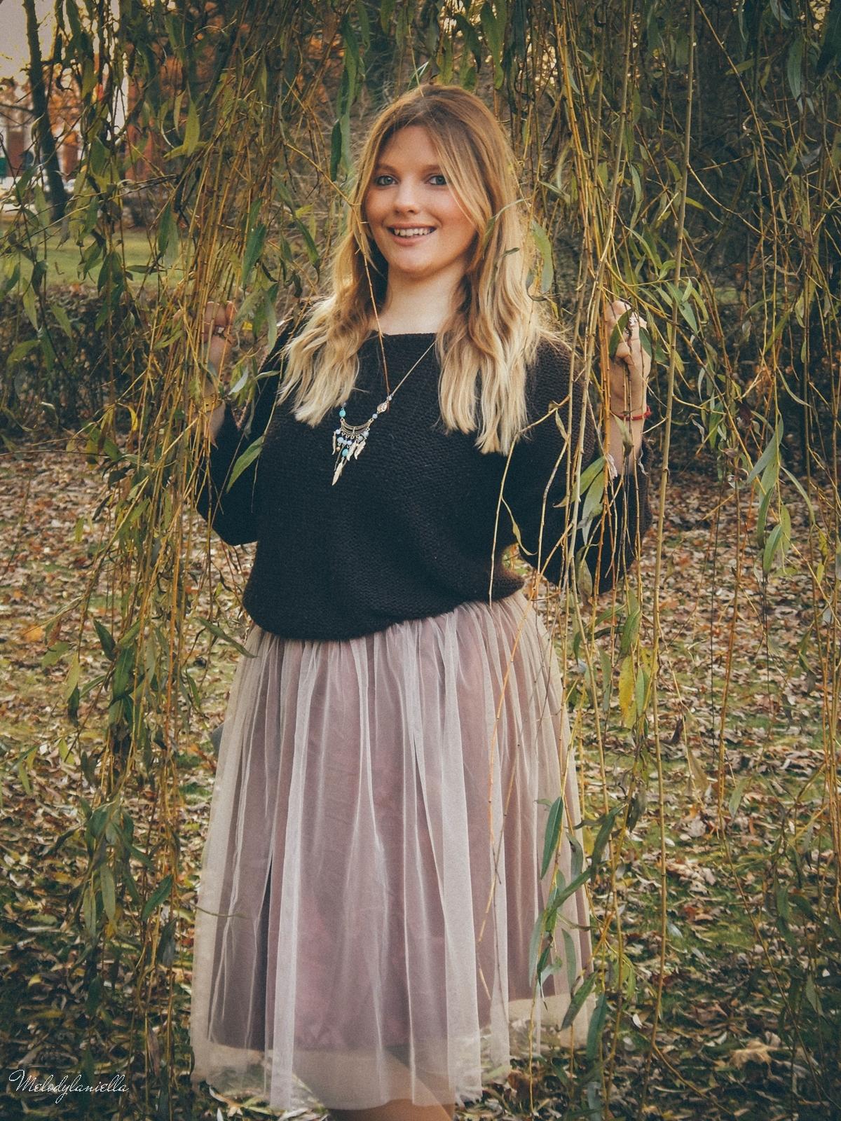 7. jesienna stylizacja tutu tiulowa spódnica dla dorosłych brązowy sweter torebka manzana melodylaniella autumn style fashion ciekawa stylizacja na jesień brązowa spódnica jesien