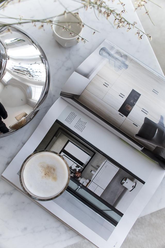Villa H, koti, sisustus, olohuone, sohvapöydällä