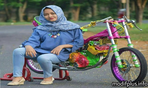Foto-Cewek-Hijab-Di-Motor-Satria-FU
