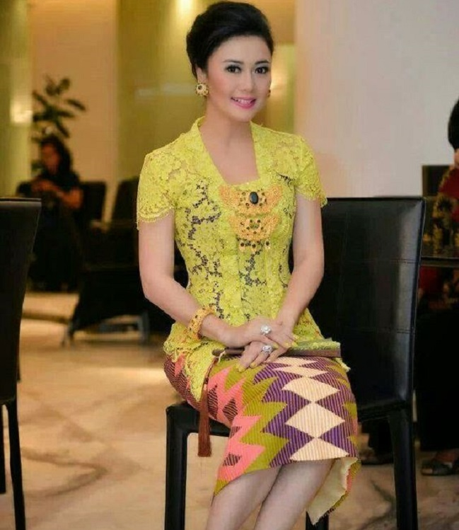 Model Kebaya Lengan Pendek Simple