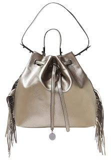 metaliczna torba, torebka, dodatki do czarnej sukienki