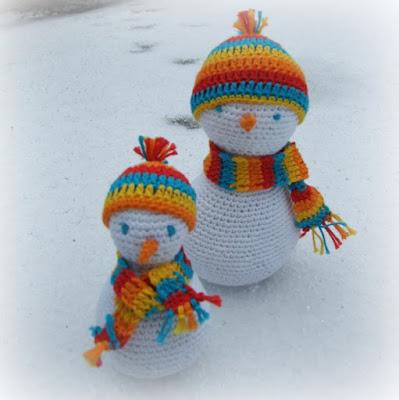zelf gehaakte sneeuwpopjes