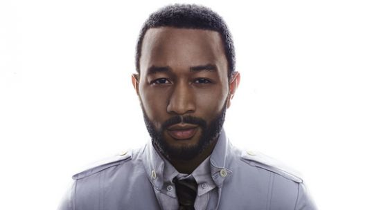 VÍDEO - John Legend – Love Me Now