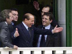 Il ritorno di Cosentino, applausi e cori da Forza Campania