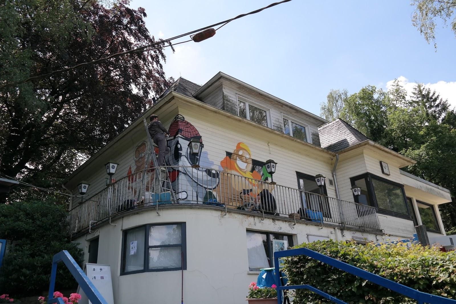 streetart am freibad eckbusch in wuppertal ein haus wird. Black Bedroom Furniture Sets. Home Design Ideas