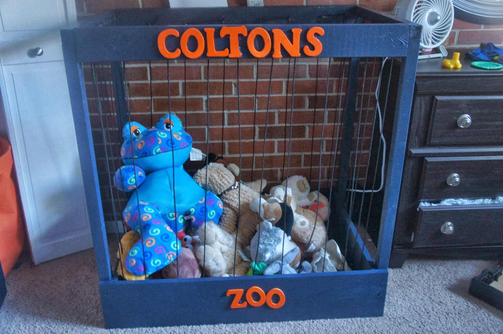 Virginia Beach Housewife: DIY Stuffed Animal Zoo