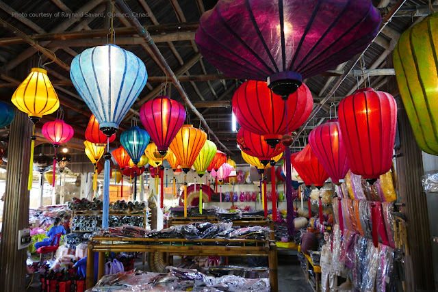 There is an ancient Hoian in tourist's eyes