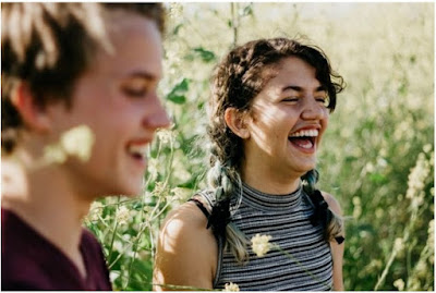 5 Cara Mesra Yg Tidak Pegangan Tangan Dengan Pasangan