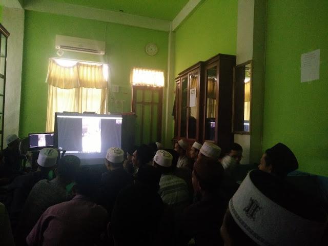 Dari Malaysia, Abi MUDI Tetap Mengajar Via Skype