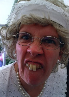 Oma Ohne Zähne