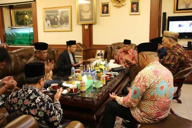 Kunjungi PBNU, TGB Undang Kiai Said Hadiri Pertemuan Alumni Al-Azhar