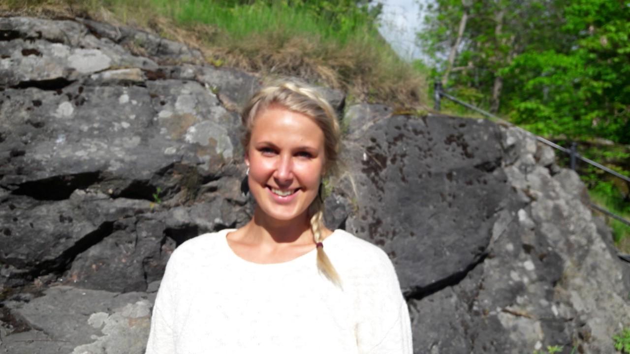 Teatterikärpäsen puraisuja : Haastattelussa Linda Wiklund