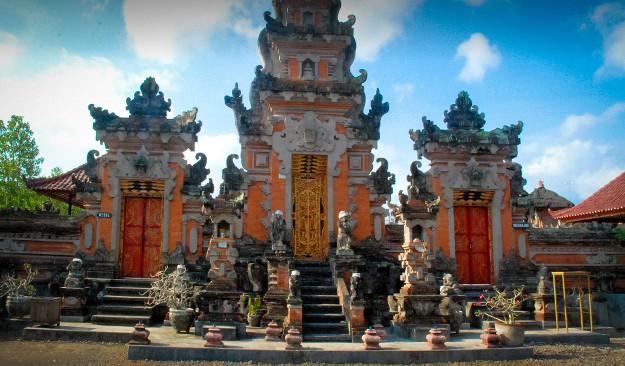 Daya Tarik Objek Wisata Pura Majapahit Di Negara Jembrana Bali