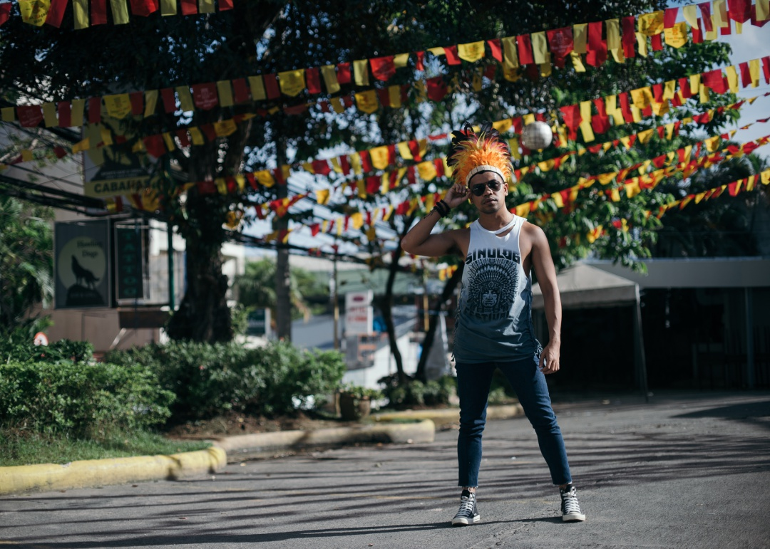 CEBU-MEN-FASHION-BLOGGER-ALMOSTABLOGGER-SINULOG-SHIRT.jpg