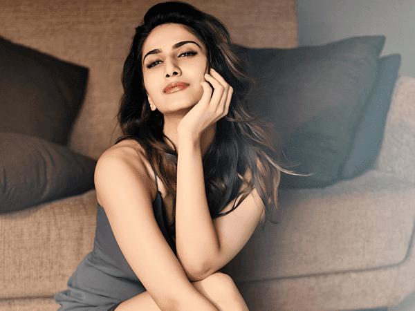 Vaani Kapoor Bollywood Tollywood Filmy Actress HD Wallpaper Photo Images
