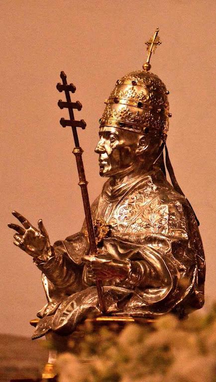 São Gregório VII. Busto em ouro e prata na catedral de Salerno.