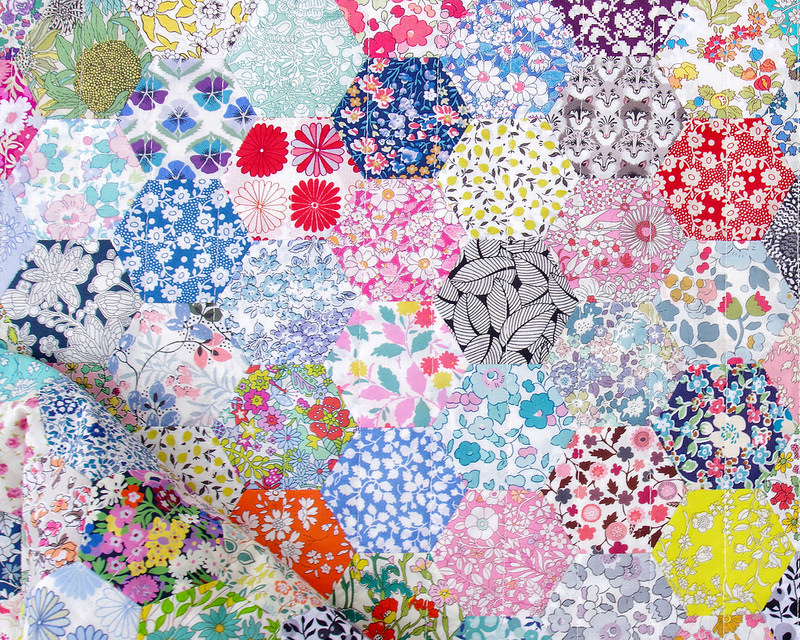 Liberty of London Hexagon Quilt | English Paper Piecing | © Red Pepper Quilts - October 2018 #englishpaperpiecing #hexagonquilt #libertyoflondon