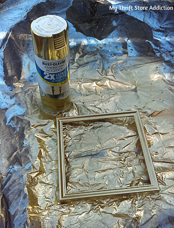 The 15 Minute Fix: Yard Sale Art Upcycle mythriftstoreaddiction.blogspot.com First, spray paint frame: 5 minutes