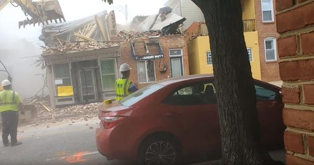 """#EpicFail: intentan demoler un edificio """"en riesgo"""" y terminan derribando la casa de al lado"""