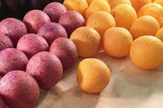 bola ubi kopong merupakan jajanan yang sangat opuler dan disini kami akan menuliskan resep dan cara membuat bola ubi kopong mudah dan enak, mulai dari resep ubi kuning dan resep bola ubi ungu