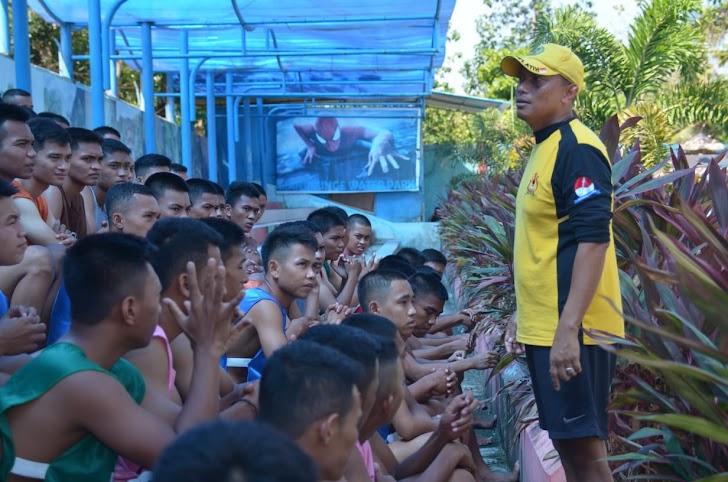 Kaajenrem 141/Tp, Pimpin Tes Ketangkasan Renang 50 Meter Catat PK TNI AD Gel II TA 2018