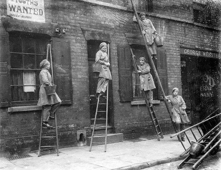 40 Amazing Historical Pictures - Women window cleaners working in London, ca. 1917.