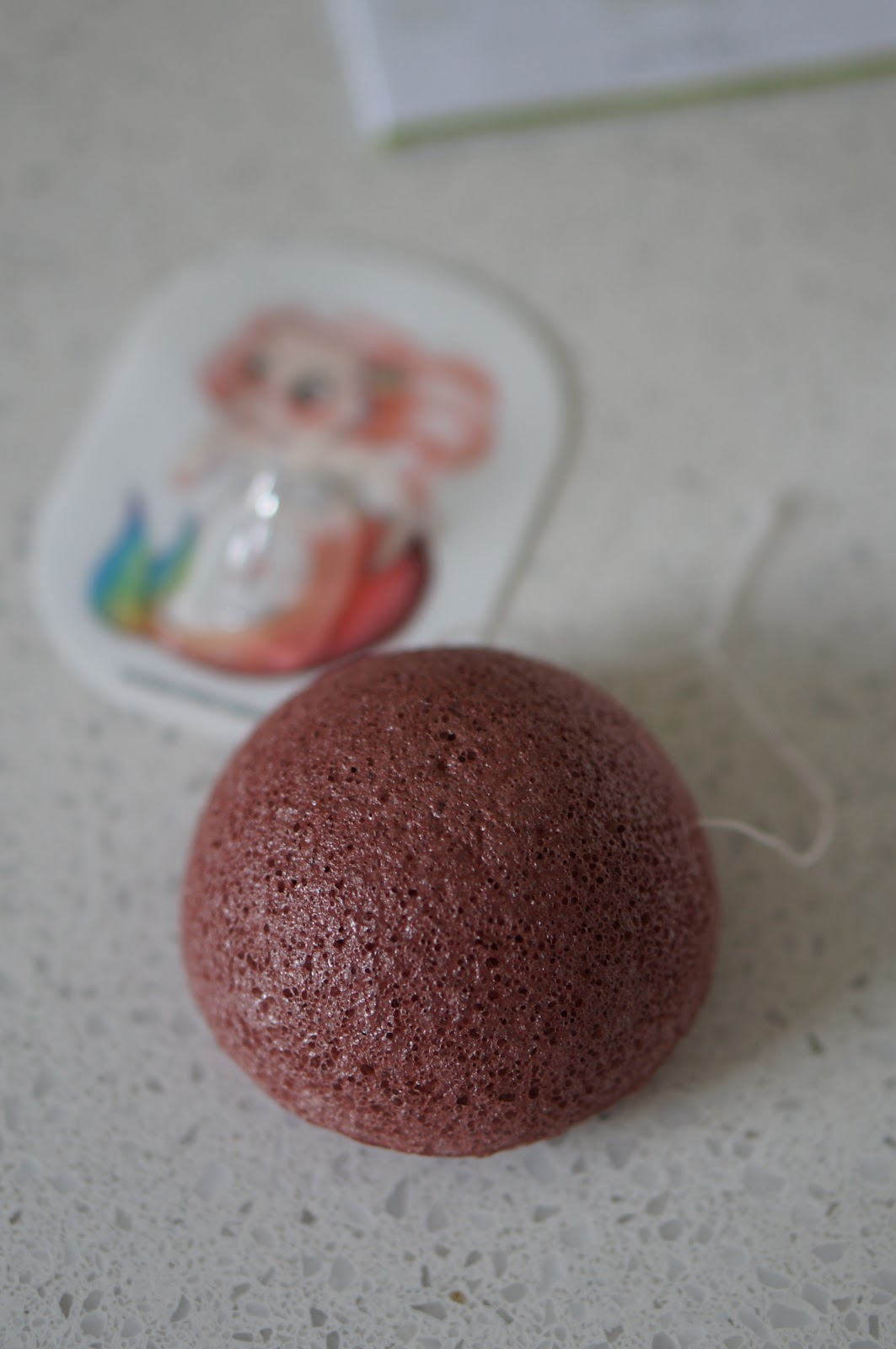 Popular North Carolina style blogger Rebecca Lately shares how to use a konjac sponge.  Check out her new Mystical Mermaid konjac sponge from The Konjac Sponge Company.