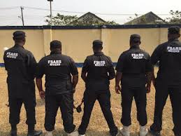 SARS men robs a Nigerian Commisioner from Imo state