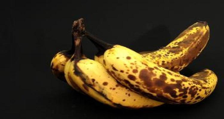 للنساء فقط : شاهدوا ماذا سيحدث لأجسامكم إذا تناولتم الموز المائل للأسود